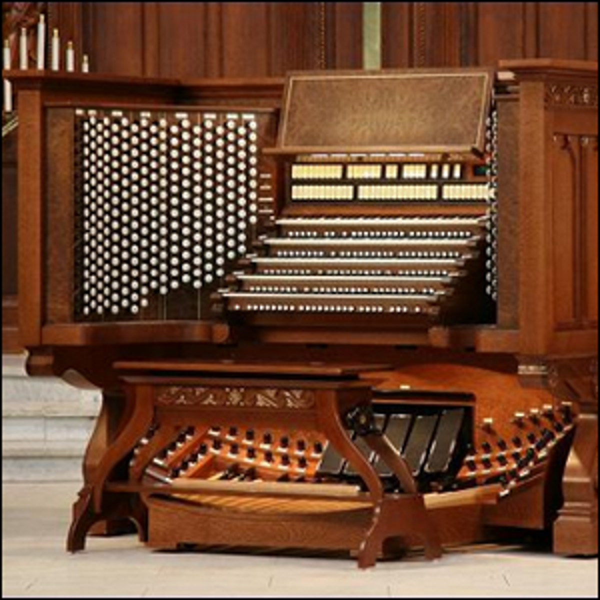 A photo of the console of the organ at the United States Naval Academy chapel.