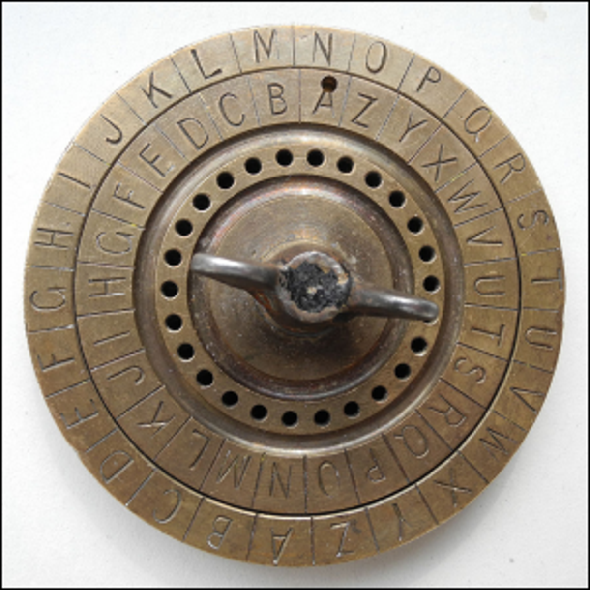 A cipher disc for substitution cipher, manufactured by Linge, Pleidelsheim (Germany).