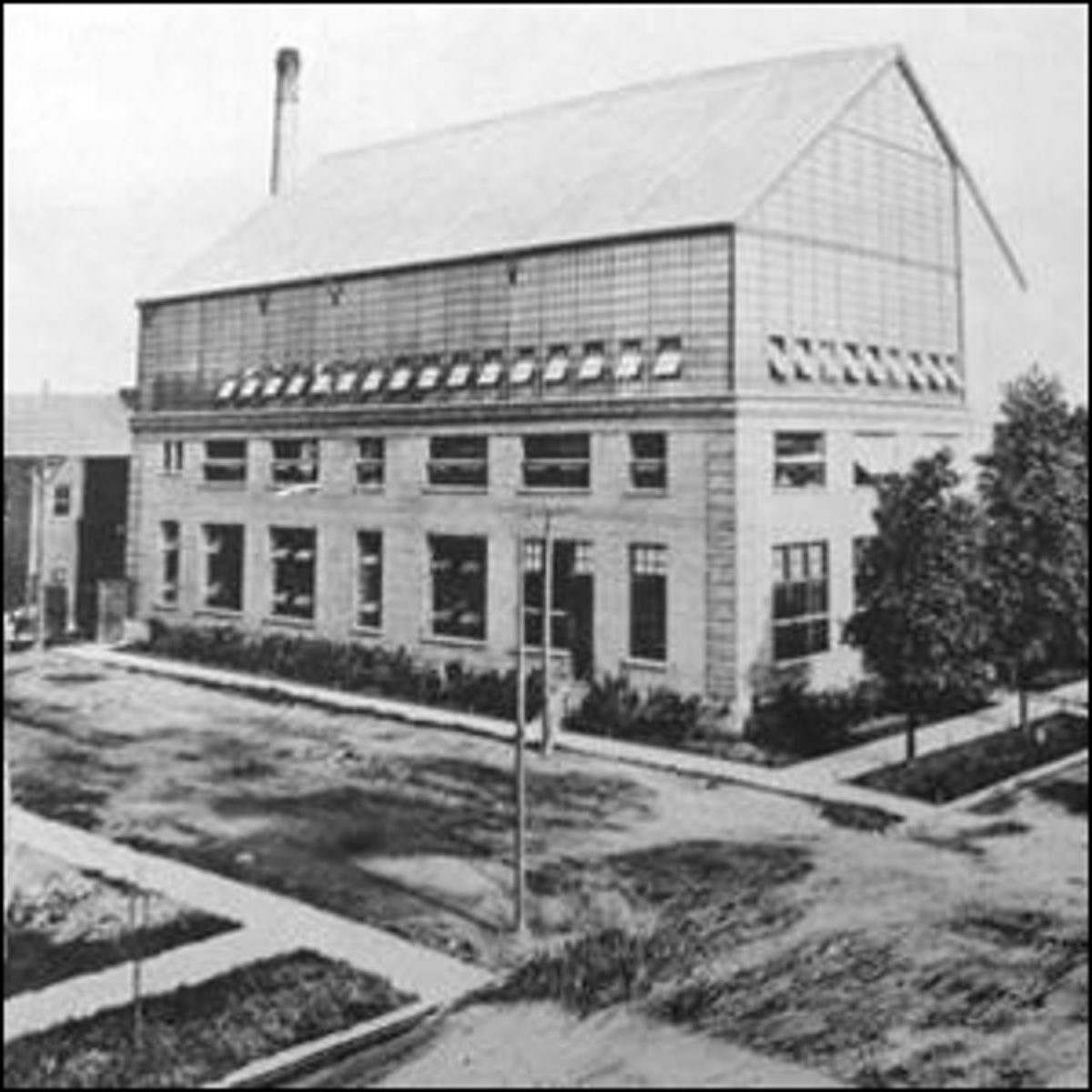The Selig Polyscope Company in Chicago showing the glass house on top of a building used to film in daylight.