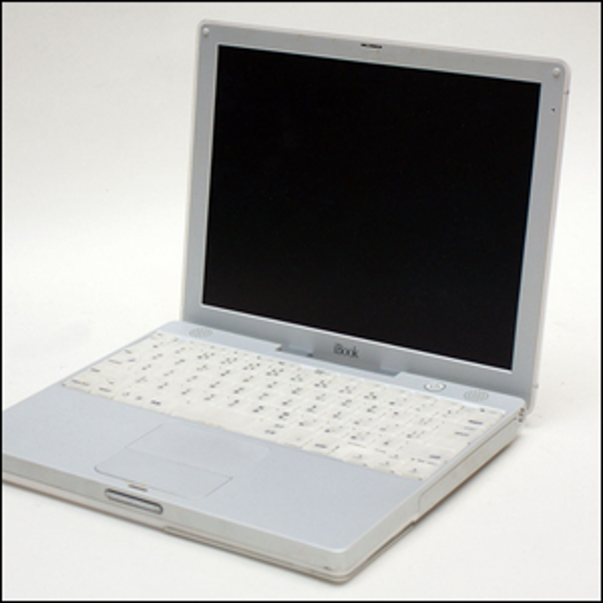 The Japanese model of the Apple iBook G3 M6497 laptop.