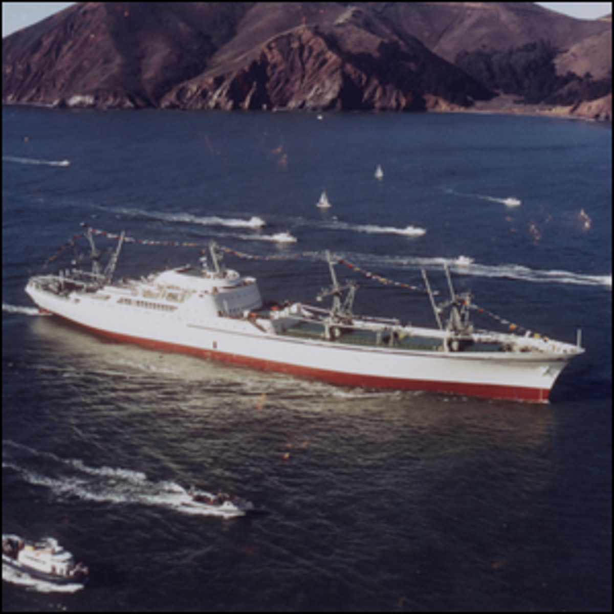 The NS Savannah approaching the Golden Gate Bridge while en route to the 1962 World's Fair in Seattle.