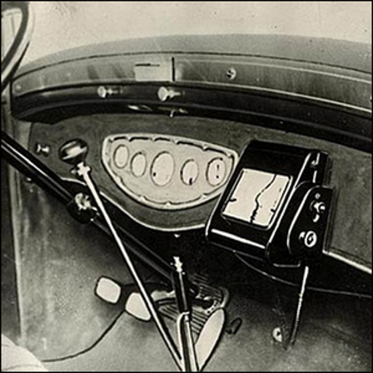 A photo of the Iter Avto (Iter Auto), the first in-car navigation system.
