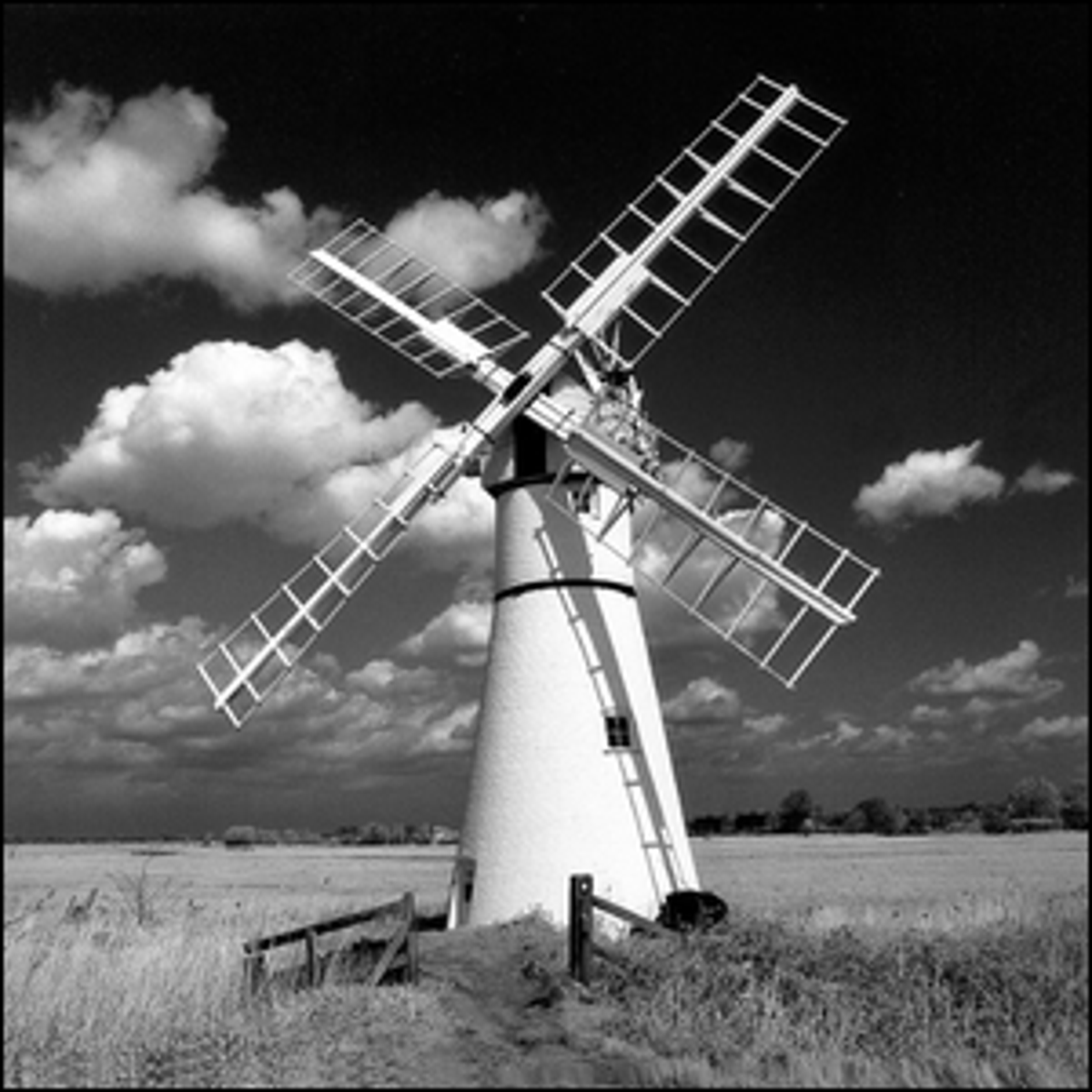 Photo of a windmill, or more likely, a windpump.