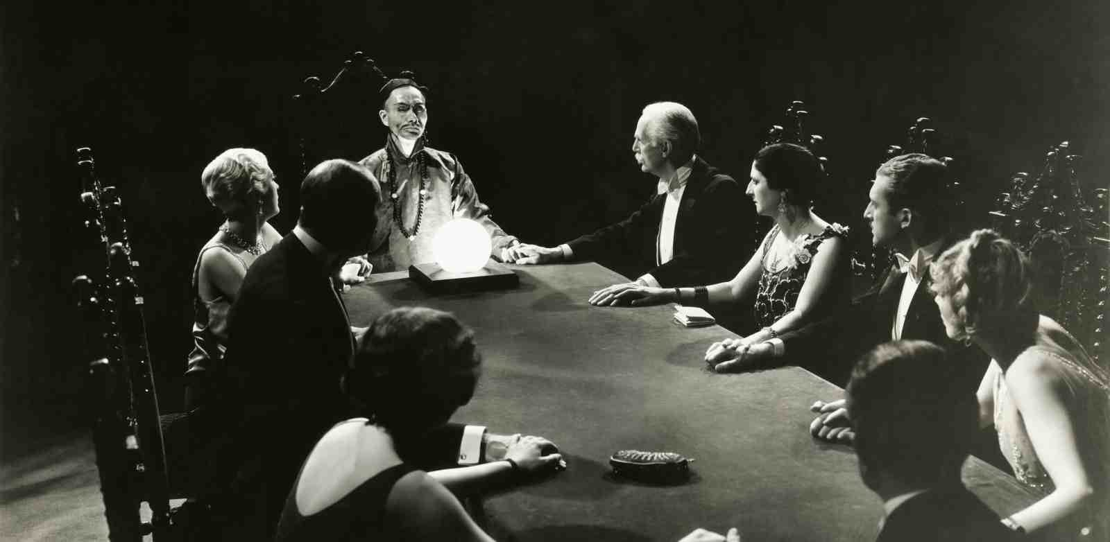 a seance from the 1920s