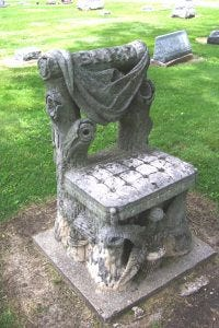 image of the Devil's Chair, a funerary monument in Kirksville MO
