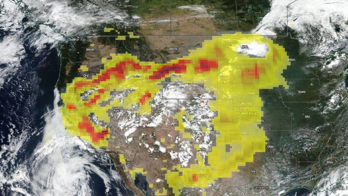 Yellow and red patterns representing smoke over the US