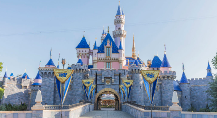 9 Former Disneyland Attractions That Seem Totally Bonkers Now