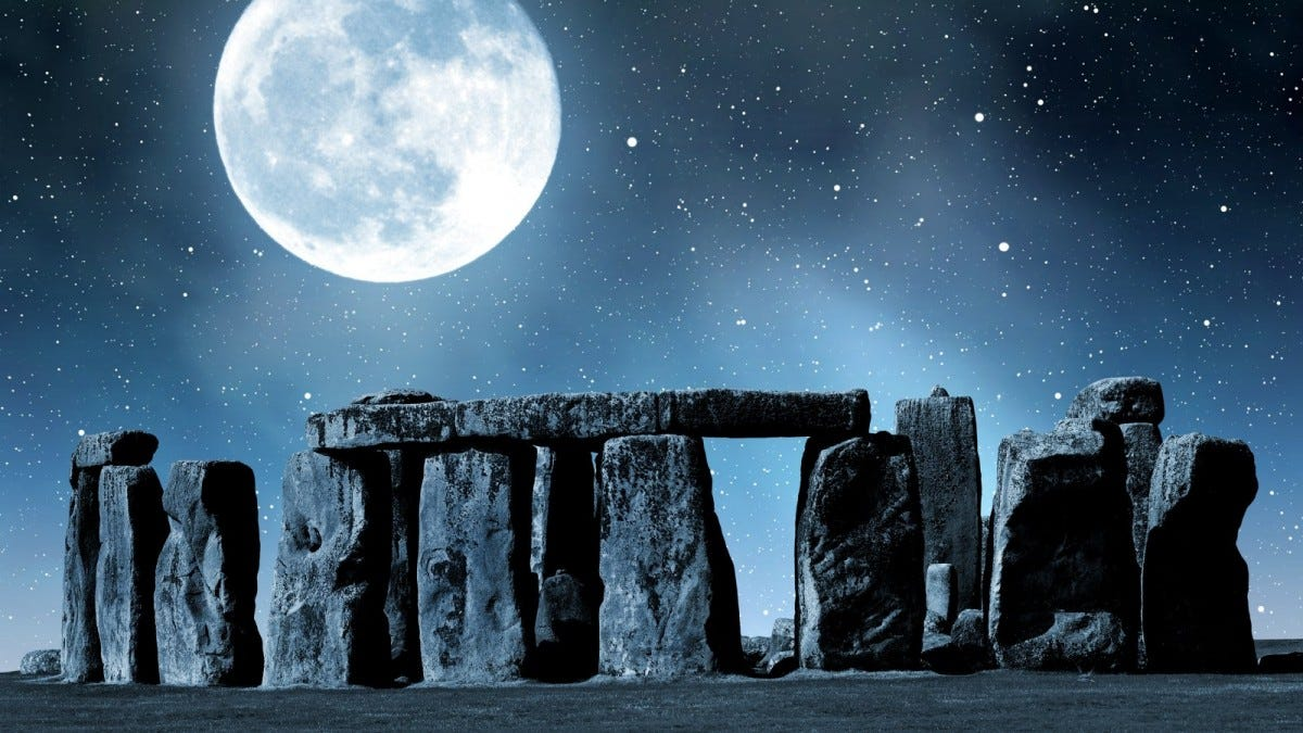 Historical monument Stonehenge at night